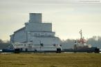 Wilhelmshaven: Die eingerüstete Luxusyacht Pelorus wird eingedockt