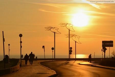 Wilhelmshaven Südstrand: Die Windwächter in der Abendsonne