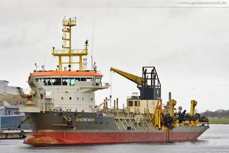 Wilhelmshaven: Saugbagger (Suction Hopper Dredger) Shoreway im Nordhafen