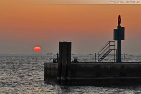 Wilhelmshaven: Sonnenuntergang am Alten Vorhafen