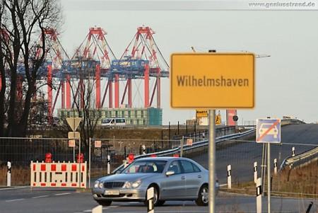 Wilhelmshaven: Die markanten weltgrößten Containerbrücken von Eurogate