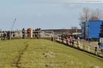 JadeWeserPort: Erste Eurogate Containerbrücke wird an Land gezogen