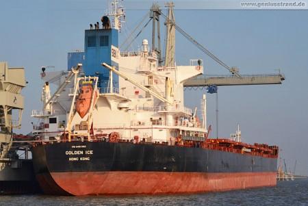 Frachtschiff Golden Ice löscht 70.000 t Kohle an der Niedersachsenbrücke
