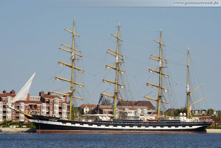 Segelschiff Krusenstern (Крузенште́рн) am Bontekai in Wilhelmshaven