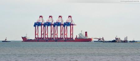 JadeWeserPort: Spezialschiff Zhen Hua 24 kurz vor dem Ziel wieder abgedreht