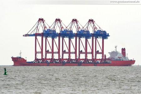 Spezialtransportschiff Zhen Hua 24 mit vier Containerbrücken für den JWP