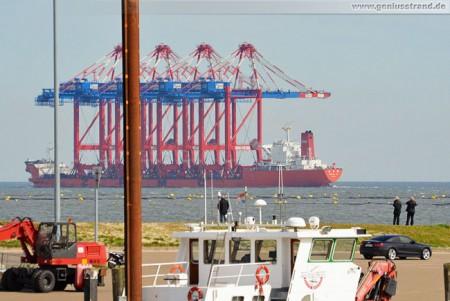 JadeWeserPort: Spezialschiff Zhen Hua 24 kurz vor dem Ziel abgedreht