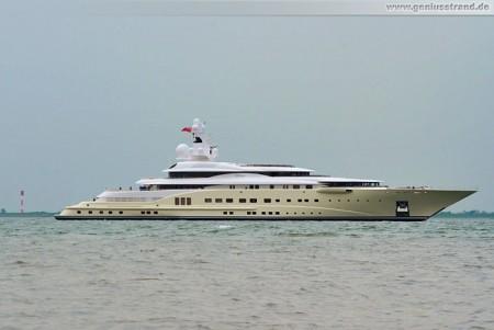 Die Luxusyacht Pelorus in Wilhelmshaven