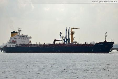 Tanker Favola an der NWO Löschbrücke in Wilhelmshaven