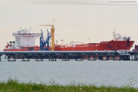 Wilhelmshaven: Tanker Hanne Knutsen am Löschkopf Nummer 4