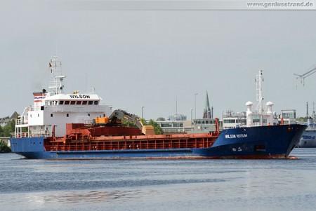 Wilhelmshaven: Frachtschiff Wilson Husum im Ausrüstungshafen