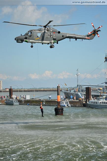 Windenrettung am Hubschrauber Sea Lynx 83+13