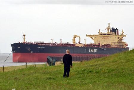 Tanker Dubai Charm auf Tanker-Reede-Süd
