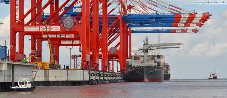 Container Terminal Wilhelmshaven (CTW): Erstes Maersk Containerschiff Anna Schulte liegt an der Hauptkaje