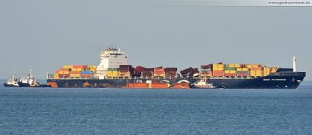 Wilhelmshaven: Containerschiff MSC Flaminia hat den JadeWeserPort erreicht (mit den Steuerschleppern)