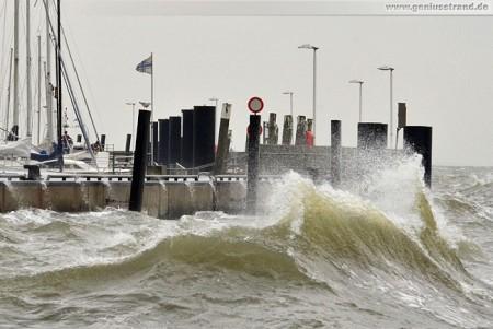 Wilhelmshaven: Alten Vorhafen bei leichter Brise aus Südwest