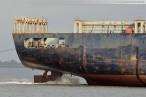 Containerschiff Northern Vitality wird in den Innenhafen geschleppt