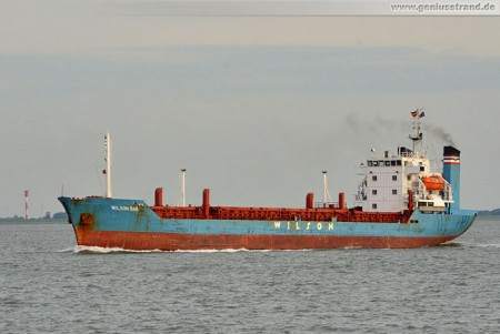 Wilhelmshaven: Das Frachtschiff Wilson Bar auf der Jade
