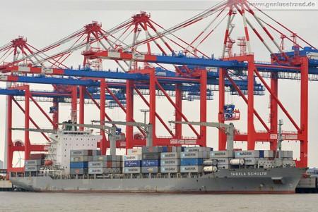 JadeWeserPort: Containerschiff Thekla Schulte am Containerterminal WHV