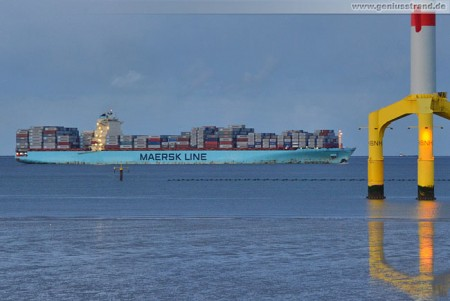 Containerschiff Maersk Stepnica kurz vor dem JadeWeserPort Wilhelmshaven