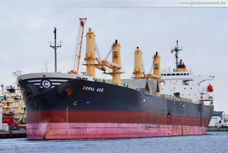 Havariertes Frachtschiff Coral Ace in Wilhelmshaven am Südwestkai