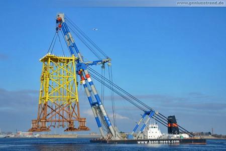 Wilhelmshaven: Schwimmkran Matador 3 im Nordhafen