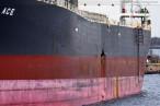 Frachtschiff Coral Ace nach der Kollision in Wilhelmshaven am Südwestkai