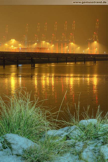 Nachtaufnahme vom JadeWeserPort (CTW)