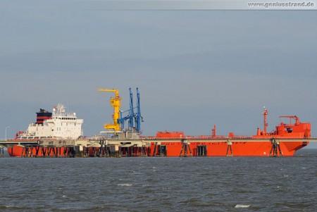 NWO Wilhelmshaven: Tanker Betty Knutsen löscht 32.000 t Öl
