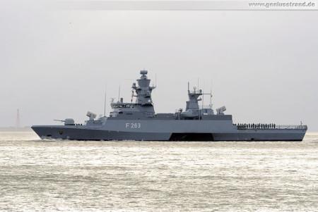Wilhelmshaven: Die Korvette Oldenburg (F 263) auf der Jade