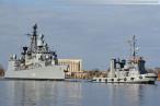 Wilhelmshaven Großer Hafen: Fregatte Bremen (F 207) beim entmagnetisieren