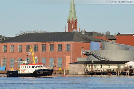 Das Mehrzweckboot MS Argus von Niedersachsen Ports im Großen Hafen