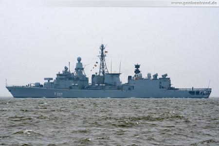 Marine Wilhelmshaven: Die Fregatte Bremen läuft zum EAV 2013 aus