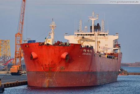Wilhelmshaven: Tanker King Emerald am Südwestkai