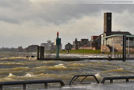 Wilhelmshaven Südstrand: Wellengang im Alten Vorhafen