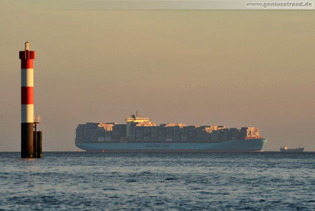 JWP Wilhelmshaven: Containerschiff Skagen Maersk & Saugbagger Anke