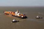 Containerschiff Norfolk Express (245 m) auf Außenweser havariert