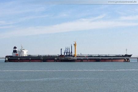 Schiffsbilder Wilhelmshaven: Tanker Samurai löscht 68.000 t Rohöl aus Nigeria