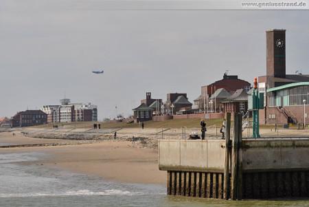 Wilhelmshaven Impressionen: Blick auf die Mole und den Südstrand