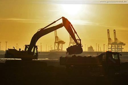 Wilhelmshaven: Morgens auf der JadeWeserPort/CTW Baustelle