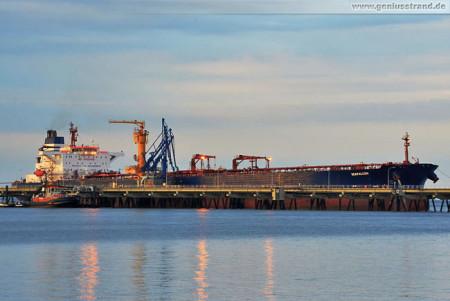 Wilhelmshaven Schiffsbilder: Tanker Seafalcon am NWO Anleger 1