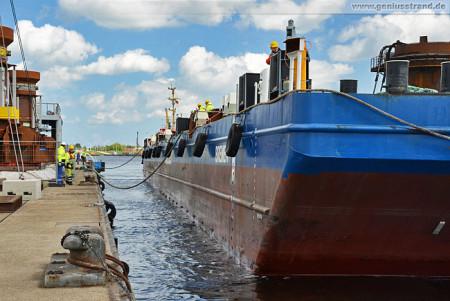 Wilhelmshaven: Schwerlastponton Bremen am Hannoverkai
