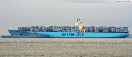 JadeWeserPort Wilhelmshaven: Fregatte Sachsen (143 m) und Containerschiff Estelle Maersk (397 m) im Größenvergleich
