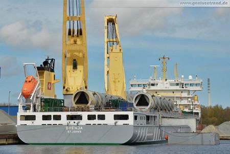 Wilhelmshaven: Alle 5 Reaktoren sind an Bord des Schwergutfrachters Svenja