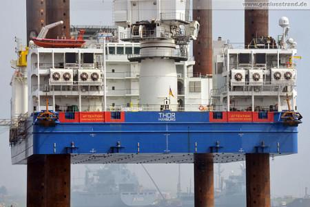 Wilhelmshaven: Die Hubinsel Thor des Hochtief-Konzern am Hannoverkai