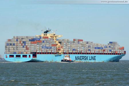 JadeWeserPort: Containerschiff Maersk Stockholm und Schlepper Bugsier 1