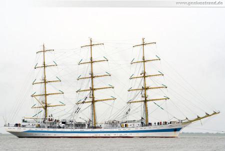 Wilhelmshaven: Das Segelschulschiff Mir (Мир) auf der Jade