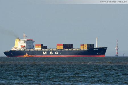 Wilhelmshaven: Containerschiff MSC Joy kurz vor dem JadeWeserPort