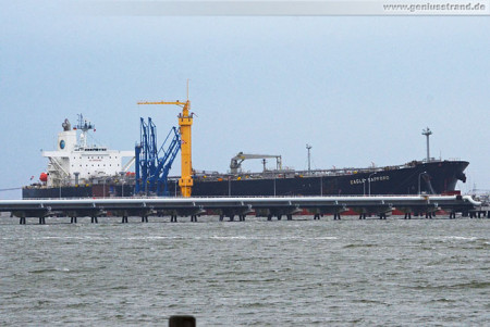 Wilhelmshaven Schiffsbilder: Tanker Eagle Sapporo an der NWO-Löschbrücke