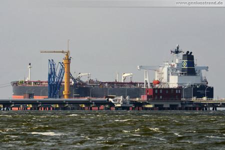Schiffsbilder Wilhelmshaven: Tanker Genmar Kara G an der NWO-Löschbrücke